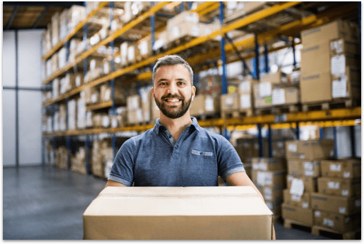 Persona en almacén Fulfillment eCommerce